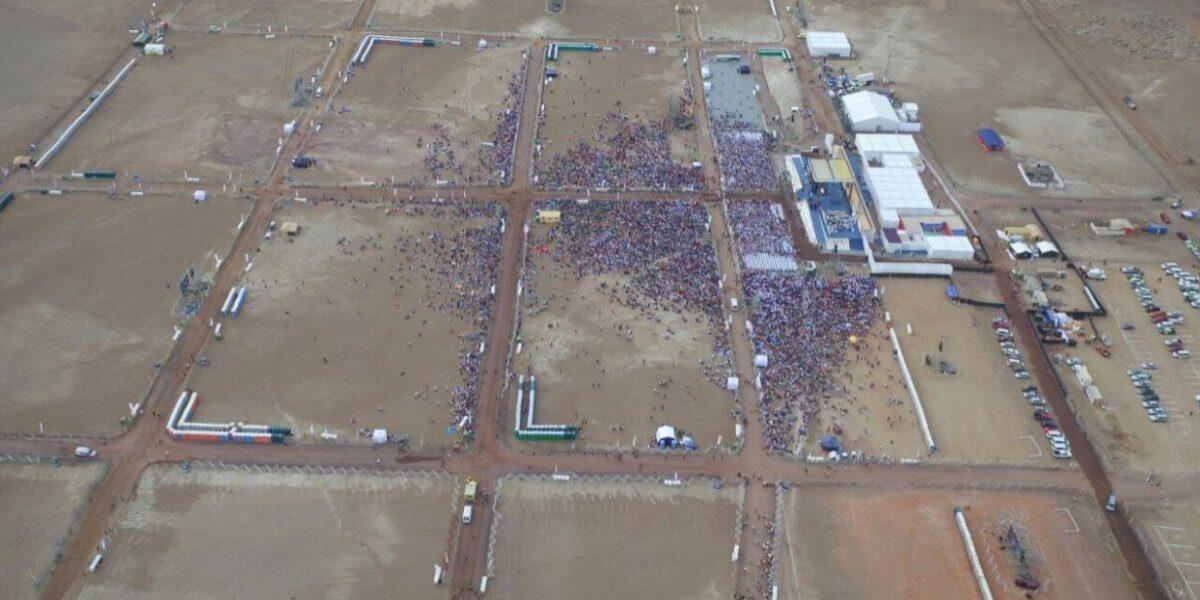 Vista aérea de la misa del Papa Francisco en Iquique. Fotografía: Carabineros