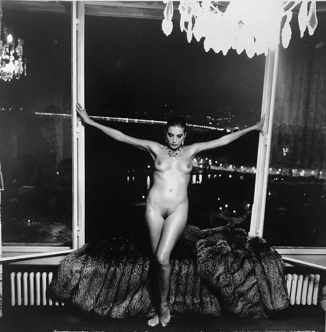 Naked With a Fur Coat. Fotografía: Helmut Newton/Guy Regal gallery