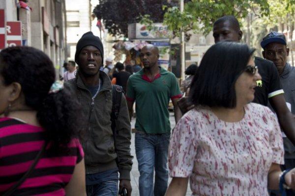 Inmigrantes en las calles de Chile. Fotografía: T13
