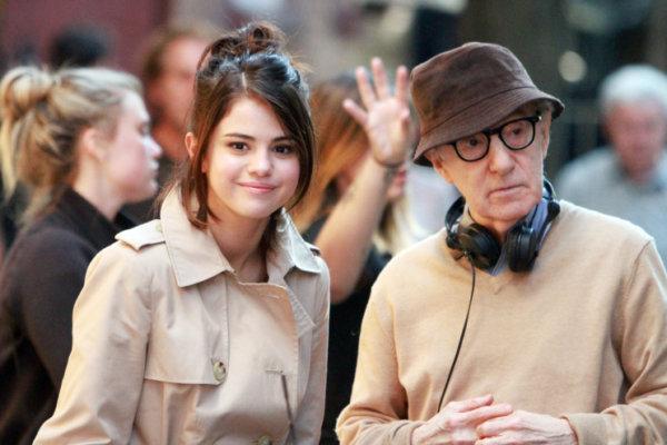 Selana Gómez y Woody Allen en el set de la película