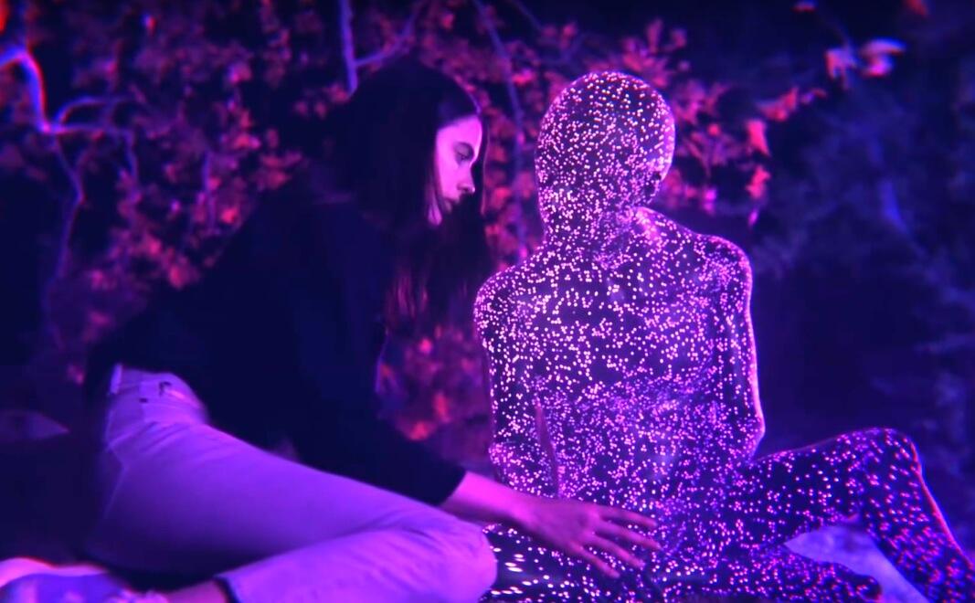"""Bat For Lashes nos trae romance y realismo mágico en su corto """"Light Beings"""""""