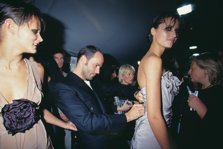 Tom Ford durante su paso por Gucci a mediados de los 90. Fotografía: Sleek Mag