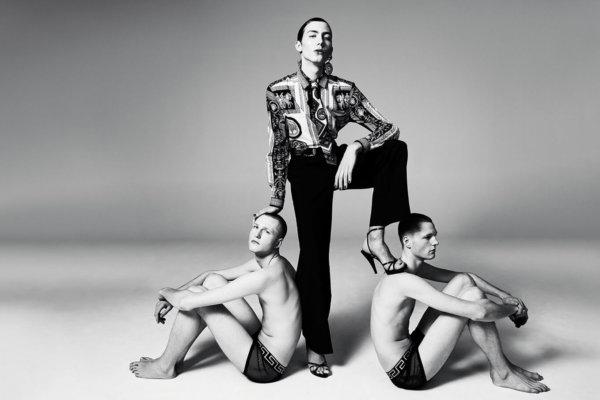 Versace SS 2018. Fotografía: Willy Vanderperre/AnOther