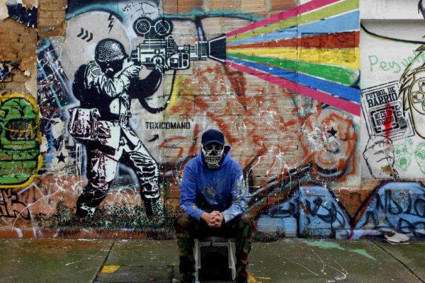Toxicómano Callejero -  Mural a las afueras del Colegio Manuela Beltrán de Bogotá.
