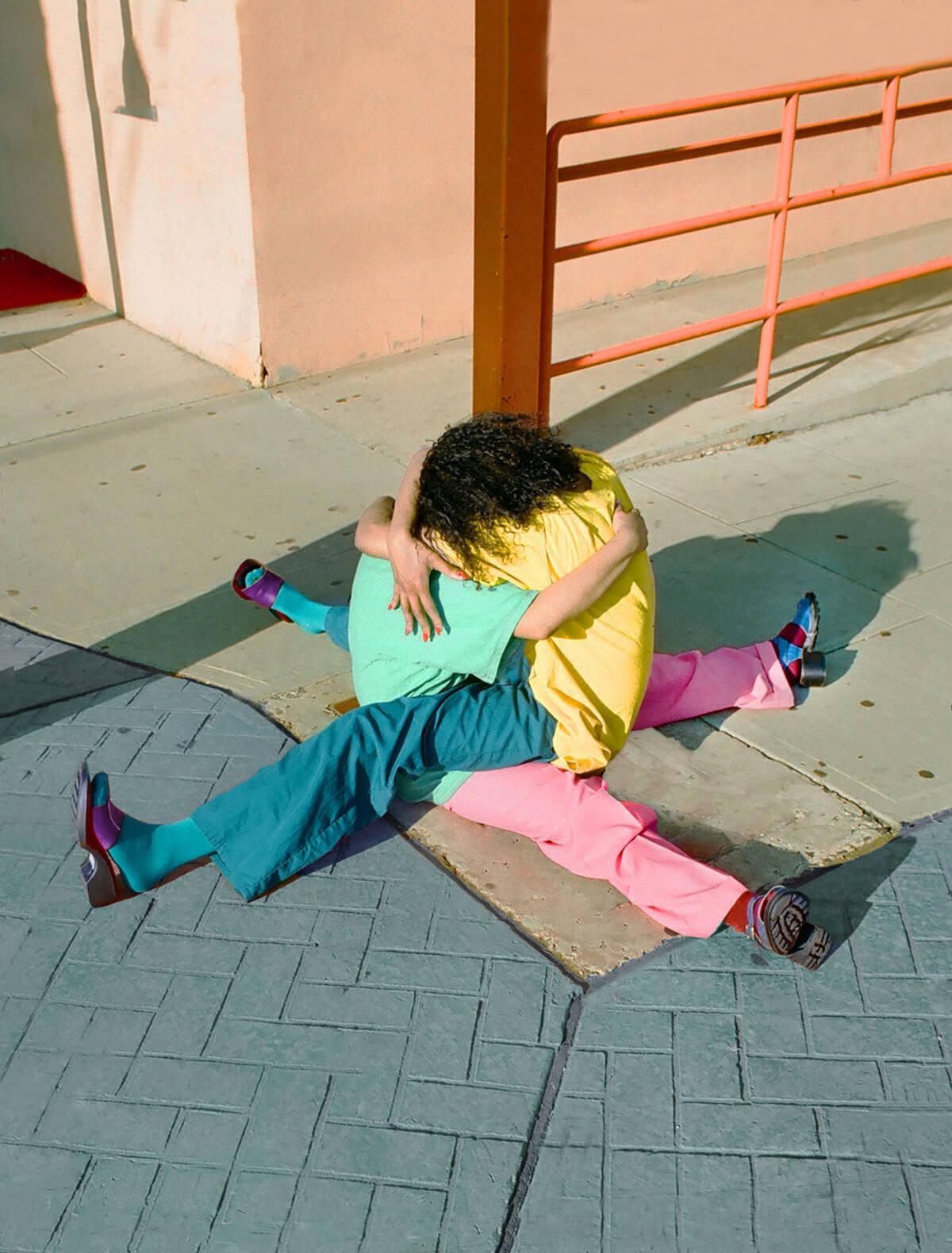 Arielle Bobb-Willis: Retratos abstractos de cuerpos coloridos y poses imposibles