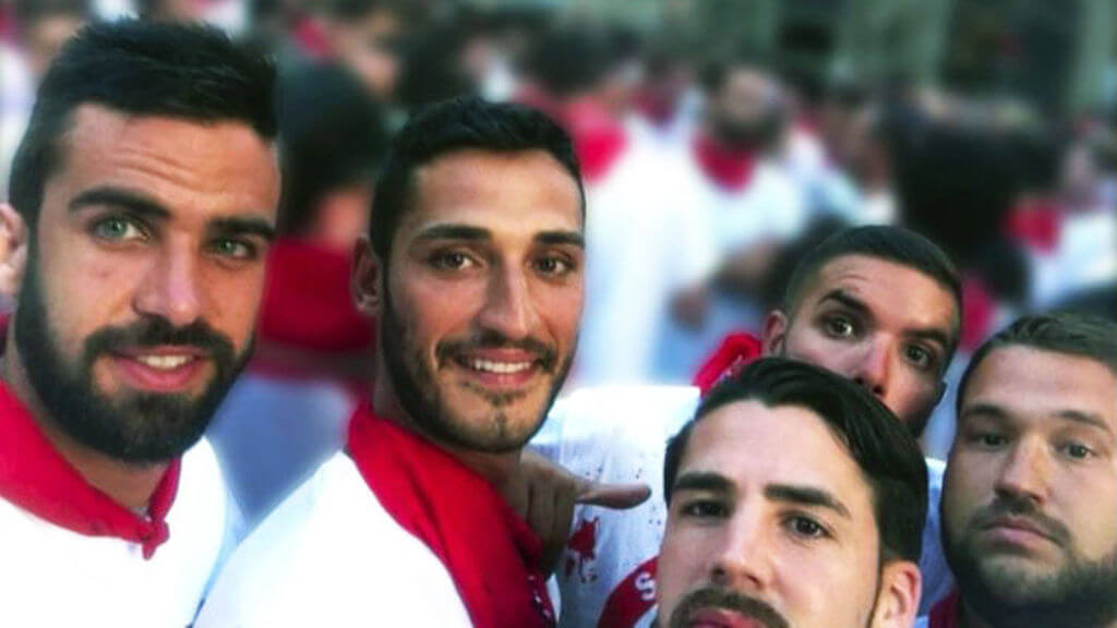 """Uno de los selfies de """"La Manada"""" en los Sanfermines de 2016. Fotografía: El Español"""