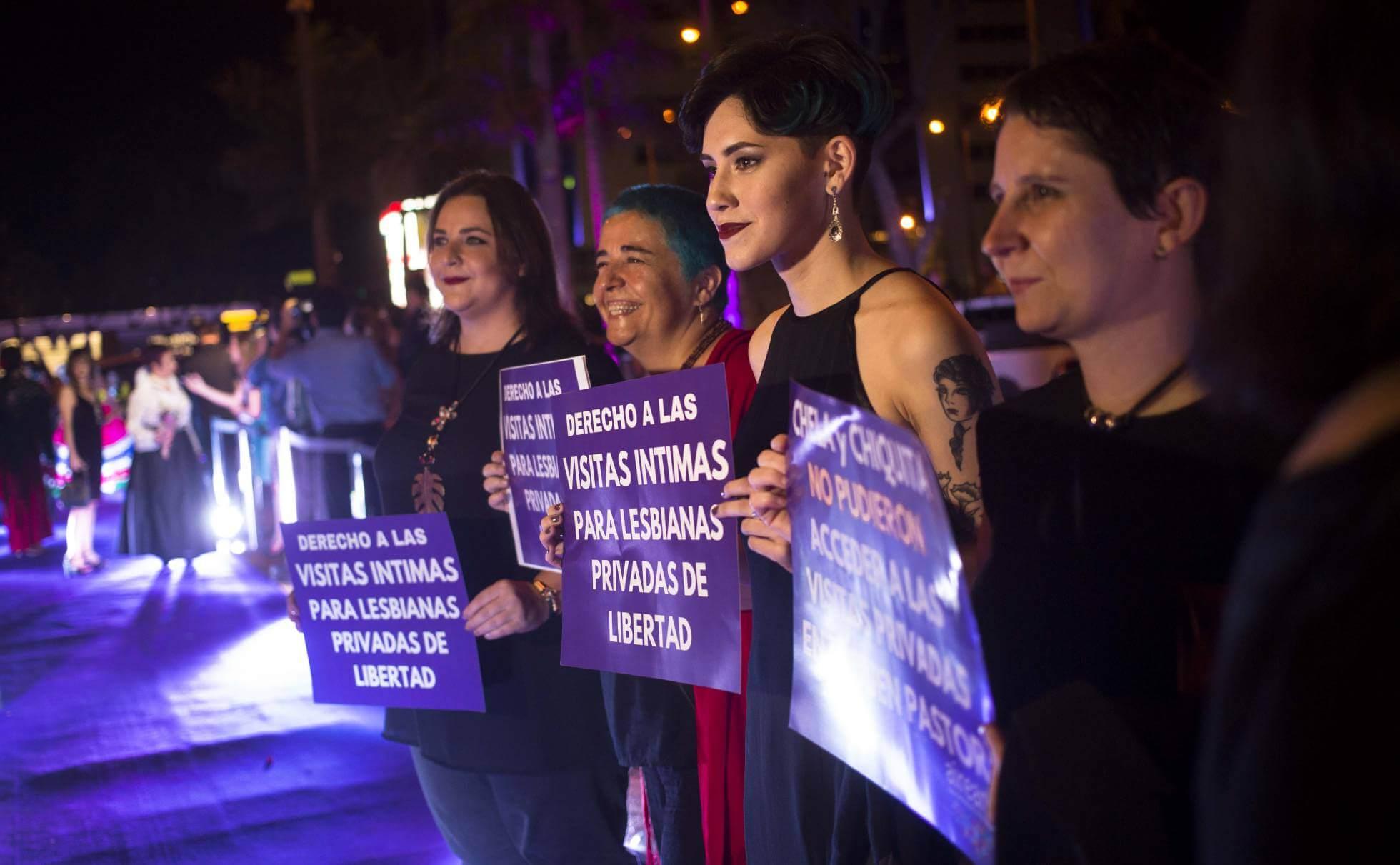 """Activistas en la premiere de """"Las Herederas"""" en Paragyuay. Fotografía: Santi Carneri"""