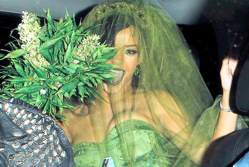 Rihanna, nuestra reina del weed. Imagen: US Magazine
