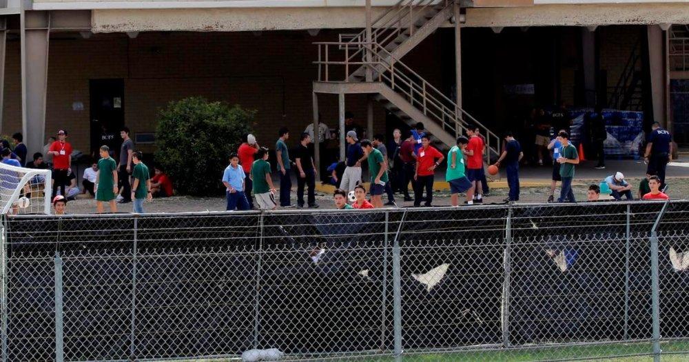 Uno de los refugios militares para albergar a niños inmigrantes en Texas. Imagen: AP