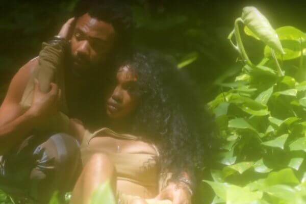 SZA y Donald Glover en el video