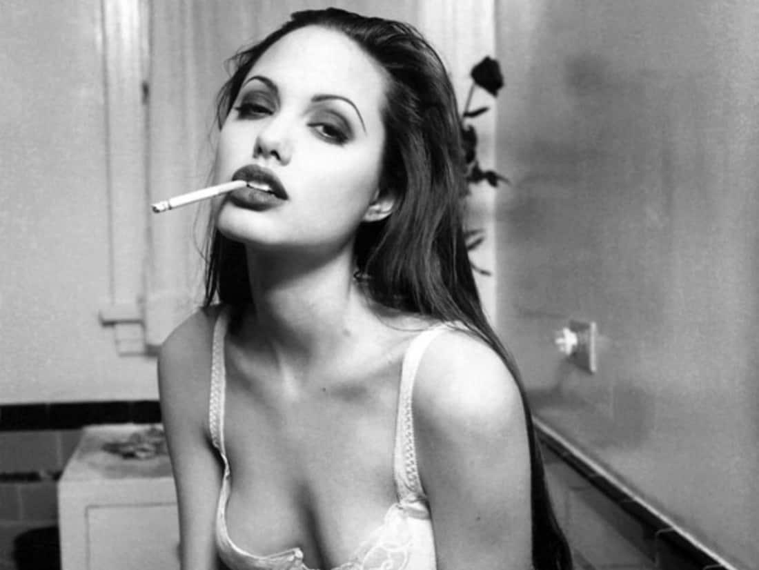 7 ocasiones en las que Angelina Jolie fue nuestro ícono goth más salvaje