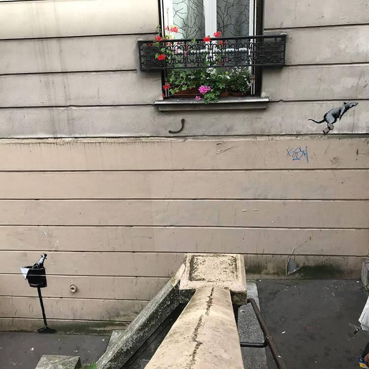 Banksy en París. Imagen: Wheresthereswalls