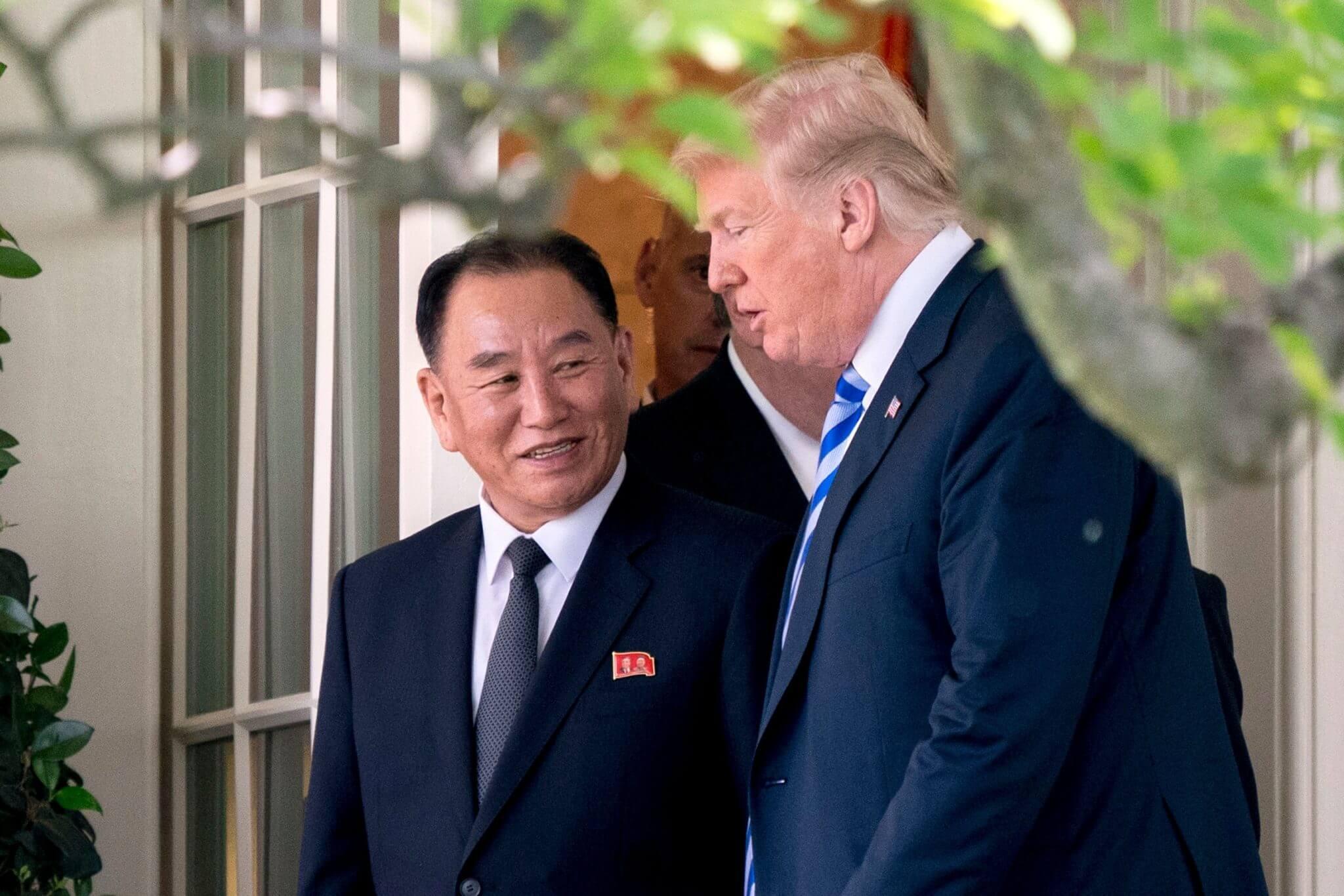 """La reunión Corea/EE.UU. vuelve a estar en pie: Donald Trump recibió """"una agradable carta"""" de Kim Jong-Un"""