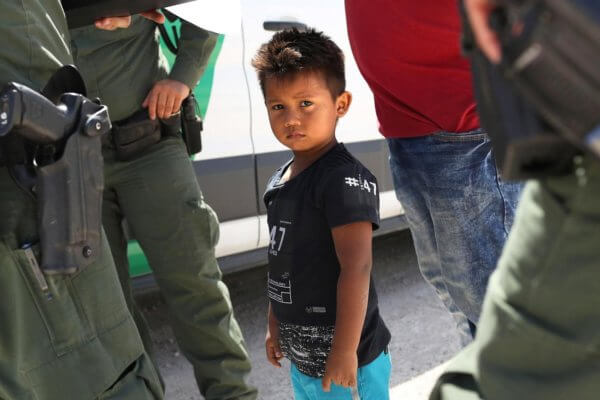 Uno de los niños detenidos en los