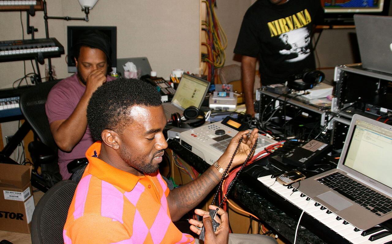 """Kanye West durante la gracación de """"808s & Heartbreak"""". Fotografía: Angel Laws"""
