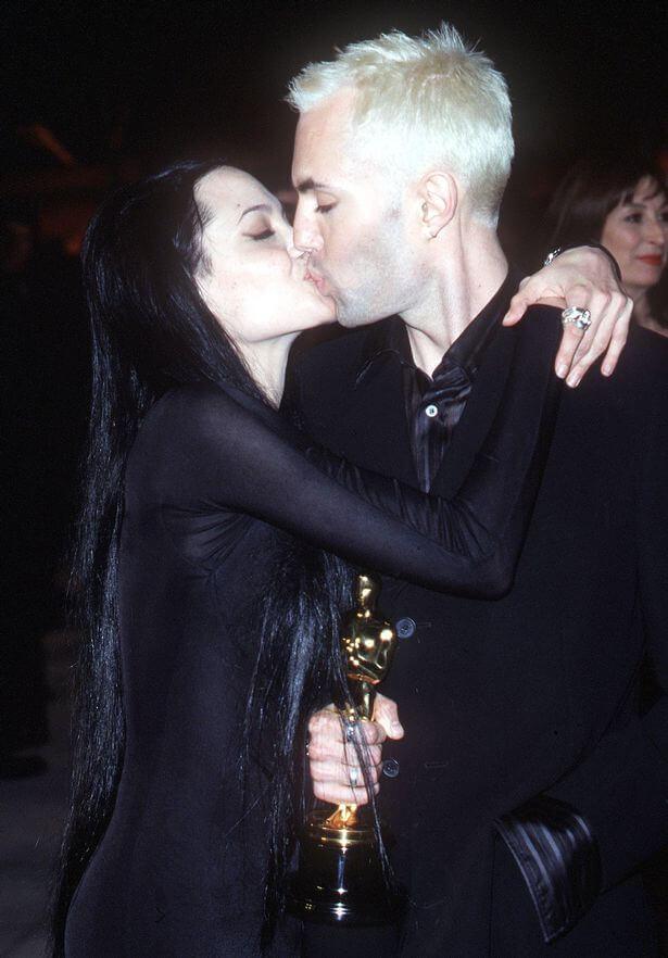 Angelina Jolie y su hermano james en los oscars del año 2000. Fotografía: Splash.