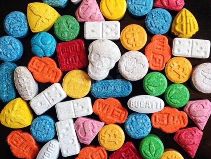 Un profesor fue detenido por enseñar a hacer MDMA a sus alumnos