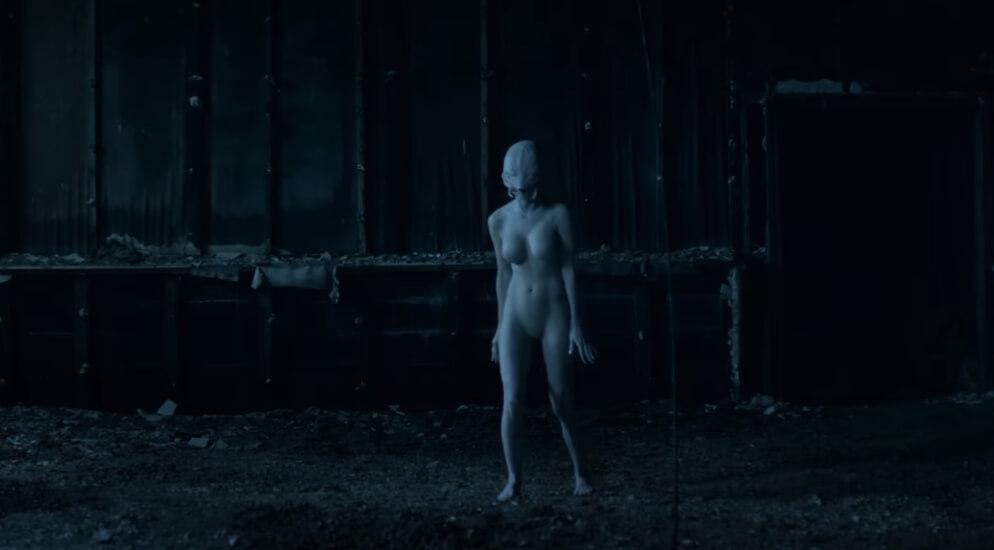 """Die Antwoord transforma a Yolandi en un insecto extraterrestre en el video """"Alien"""""""