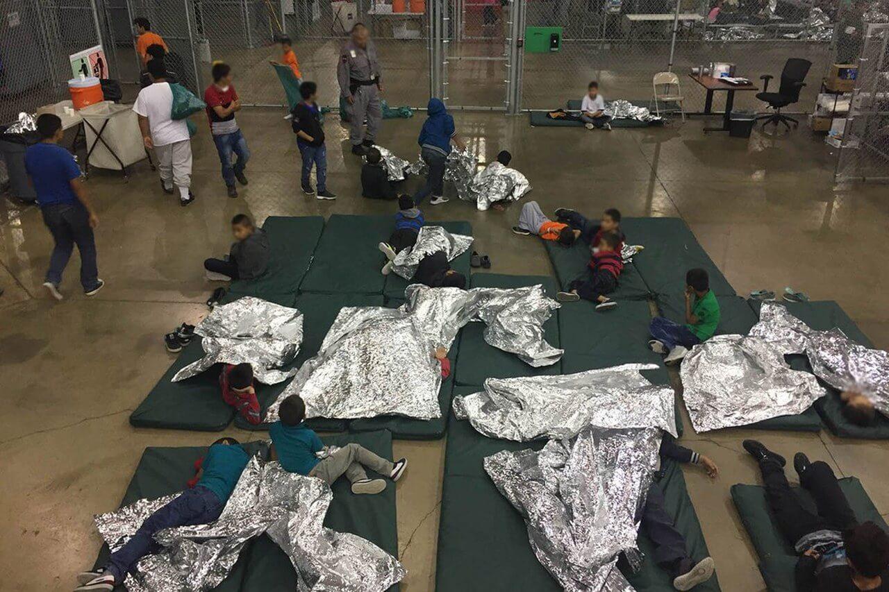 Parte de las instalaciones en donde los niños inmigrantes son retenidos. Imagen: Shutterstock