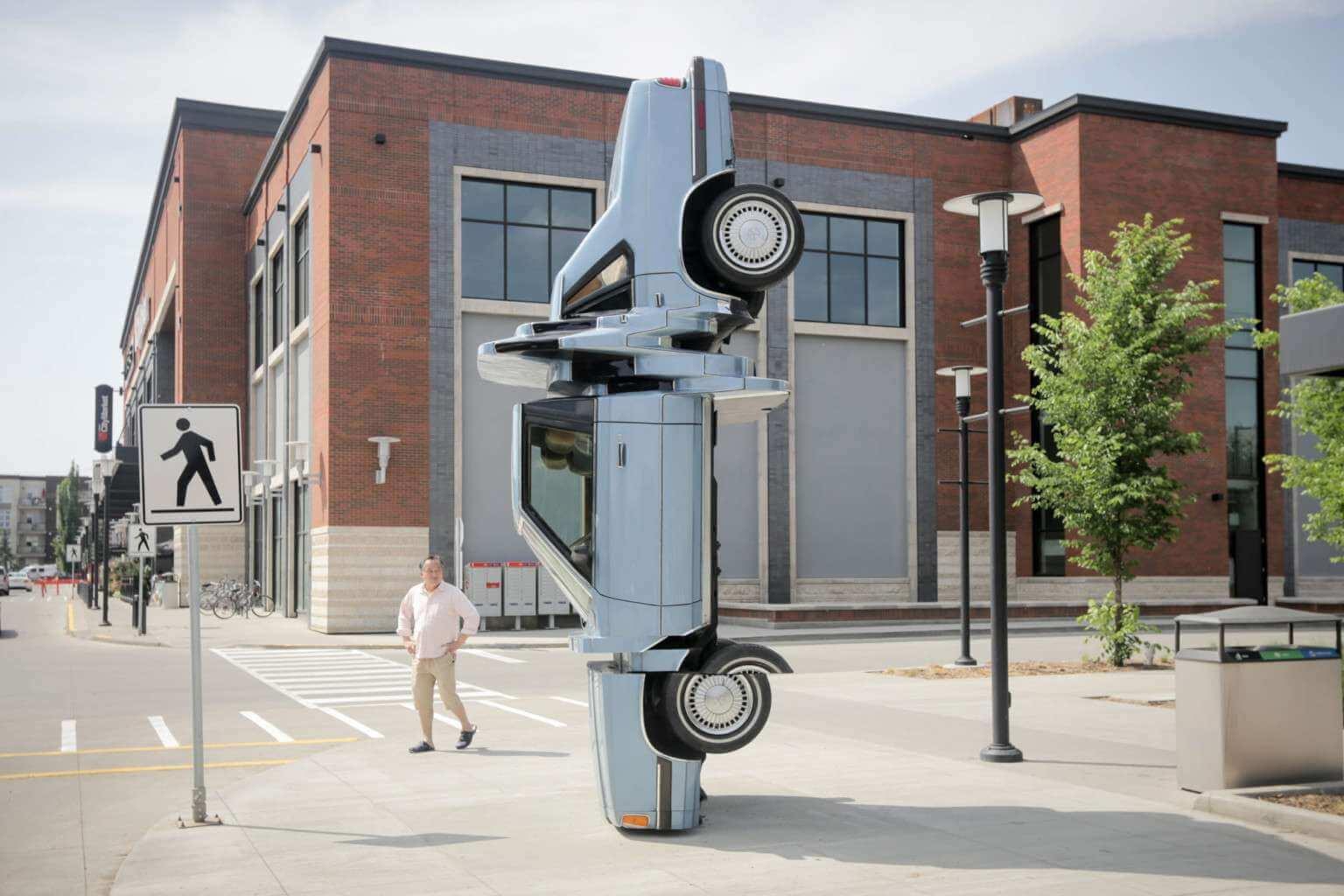 """""""Carbon Copy"""", la instalación de arte vehicular que juega con glitches y perspectiva"""