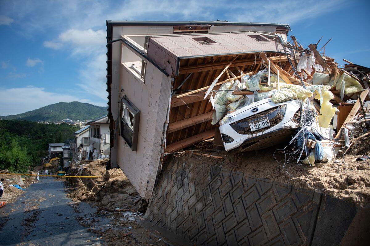 Una casa dañada en una zona afectada por inundaciones en Kumano, prefectura de Hiroshima el 9 de julio. Fotografía: Martin Bureau/AFP/Getty Images