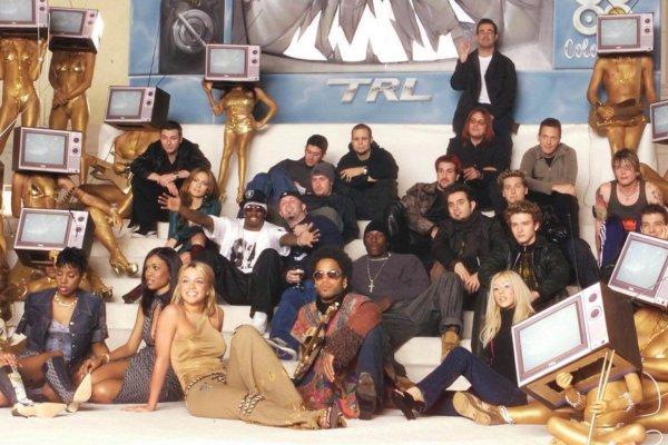 Una constelación de estrellas pop de los últimos años se reúnen para una sesión de fotos de TRL. Fotografía: MTV
