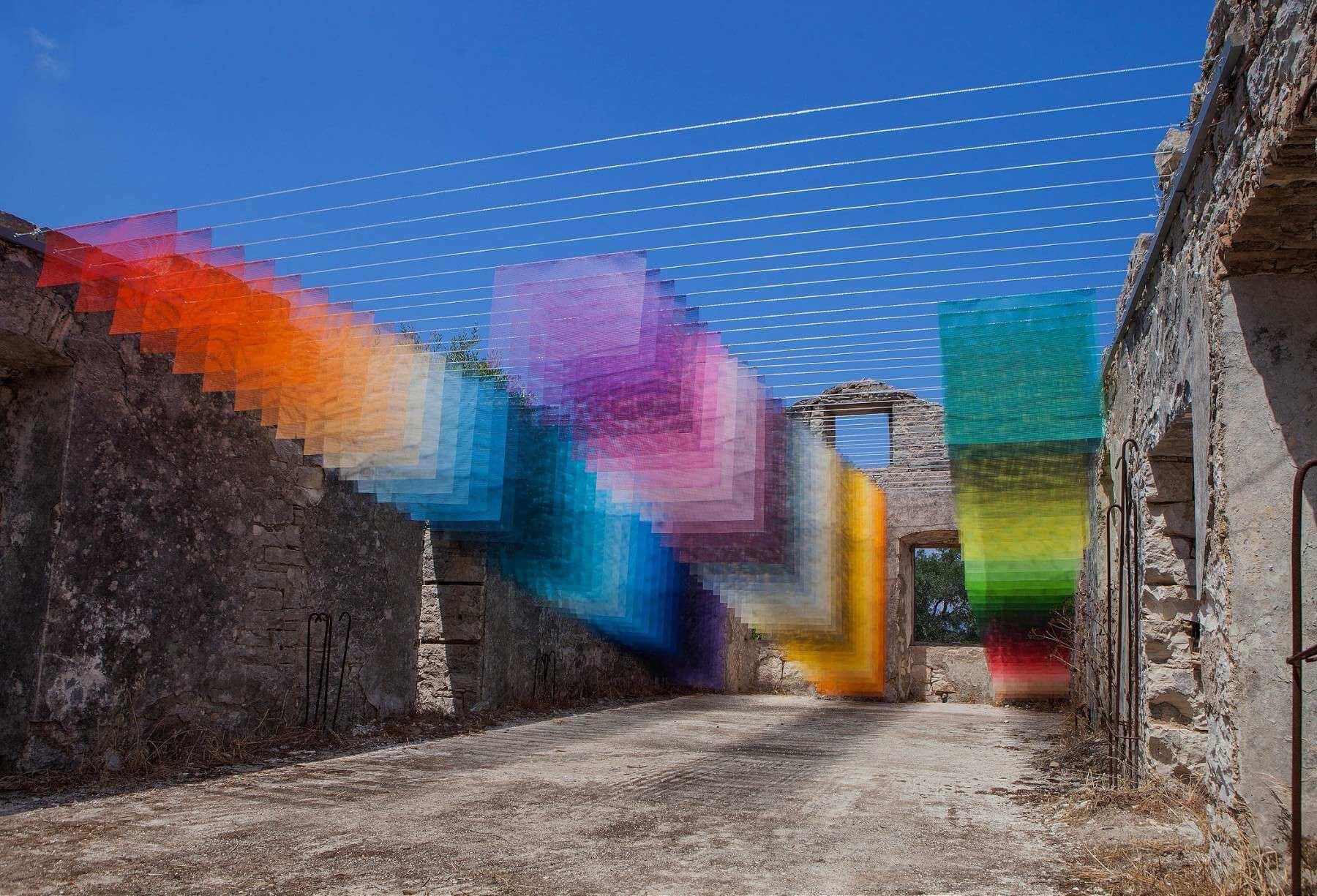 Quintessenz: Píxeles reales sobre ruinas griegas para unir el mundo análogo y digital