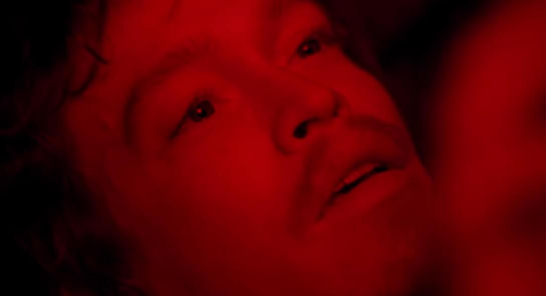 """""""To The Night"""": El thriller psicológico y surrealista de un trauma marcado por el fuego"""