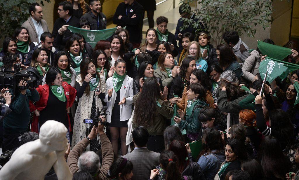 Aborto libre: Diputadas chilenas de oposición presentan nuevo proyecto de ley