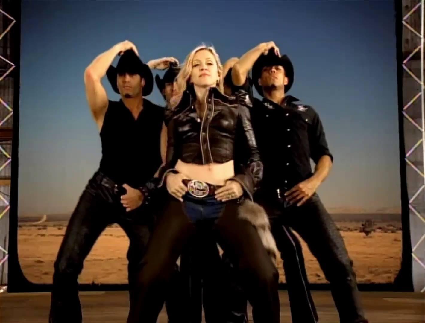 "Madonna en su video ""Don't Tell Me""."