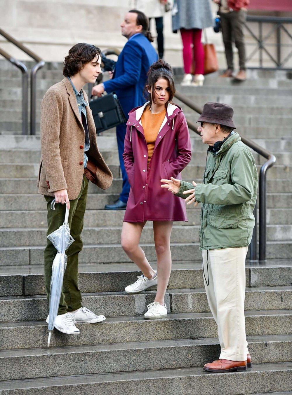 Timothée Chalamet, Selena Gómez y Woody Allen durante el rodaje de