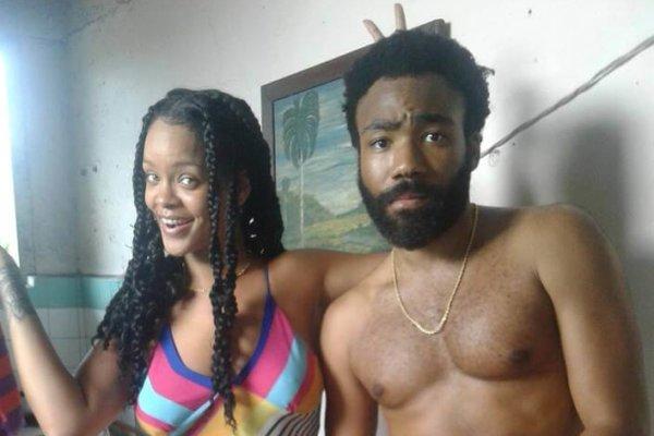 Rihanna y Donald Glover en el rodaje de