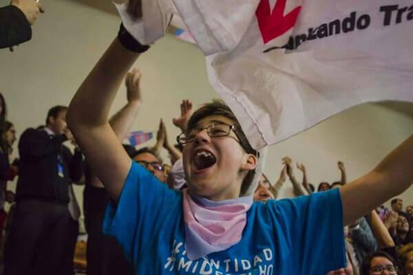 Escenas vividas en el congreso chileno luego de la aprobación de la ley. Imagen: Página 12