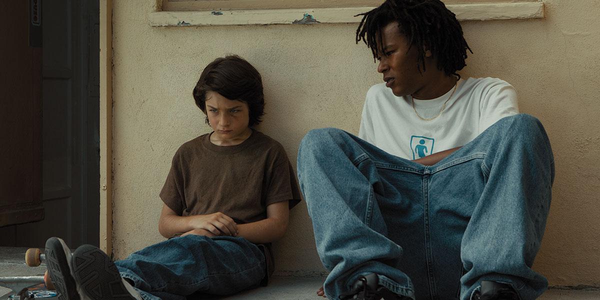 """El nuevo trailer de """"Mid90s"""" te provocará irte con tu skateboard por las calles de L.A."""