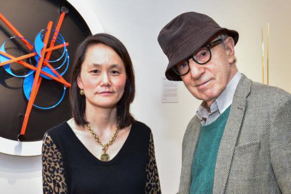 Soon-Yi Previn y Woody Allen en una exposición a principios de este año. Fotografía: Sean Zanni/Patrick McMullan via Getty Images)