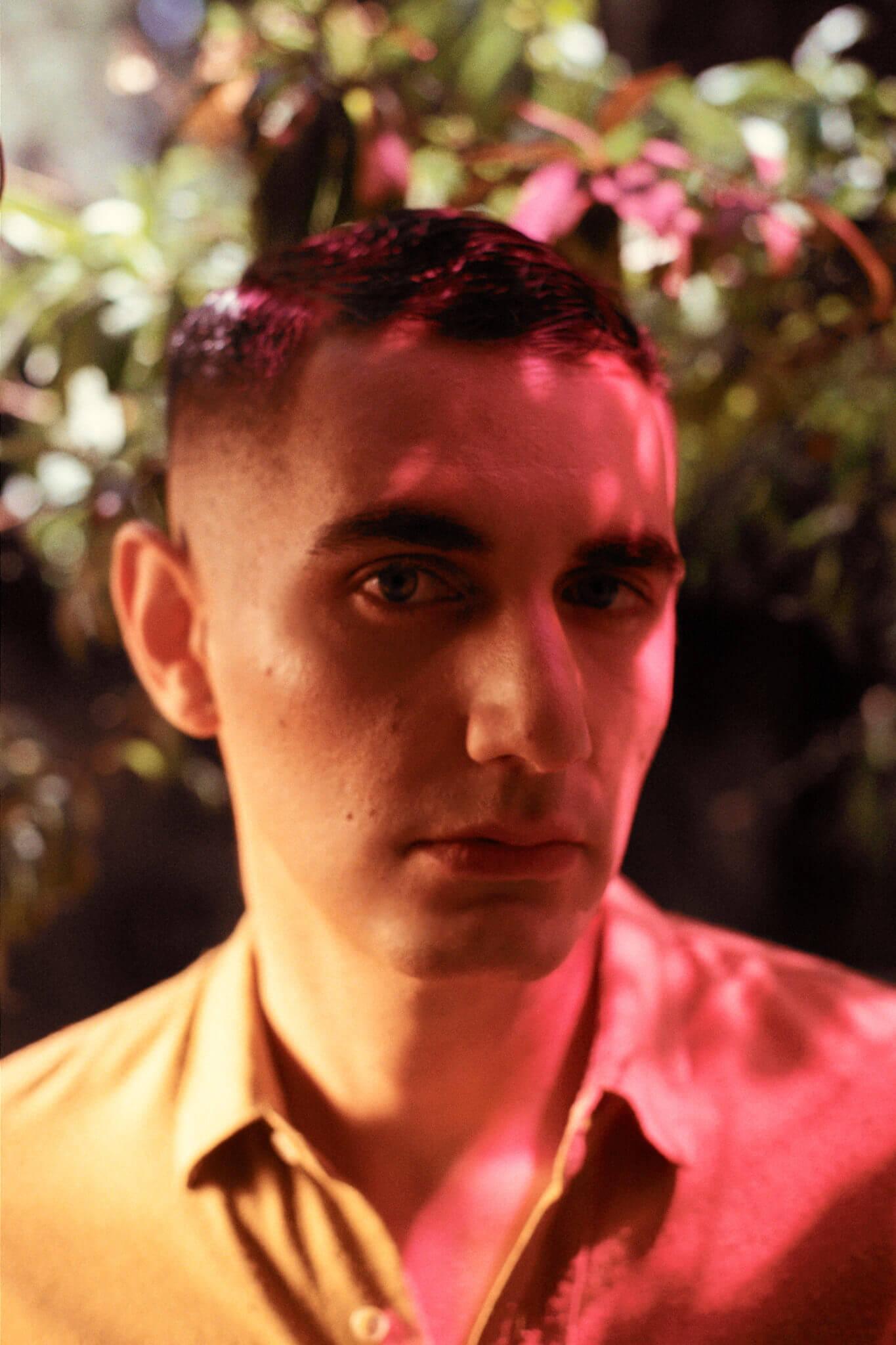 """Q&A con Alex Anwandter sobre su disco """"Latinoamericana"""": """"No me sentía honesto haciendo una cosa súper alegre y bailable"""""""