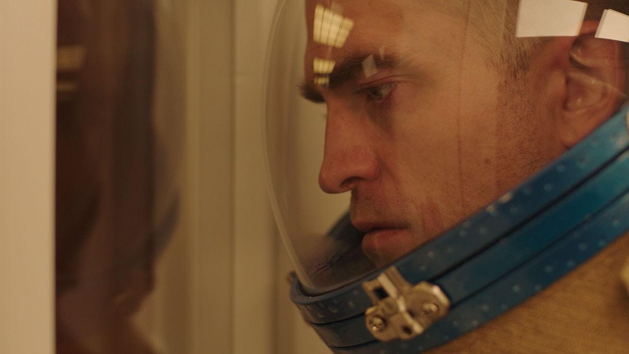 """""""High Life"""": Robert Pattinson y Andre 3000 se lanzan a un agujero negro en un viaje trippy y sci-fi"""