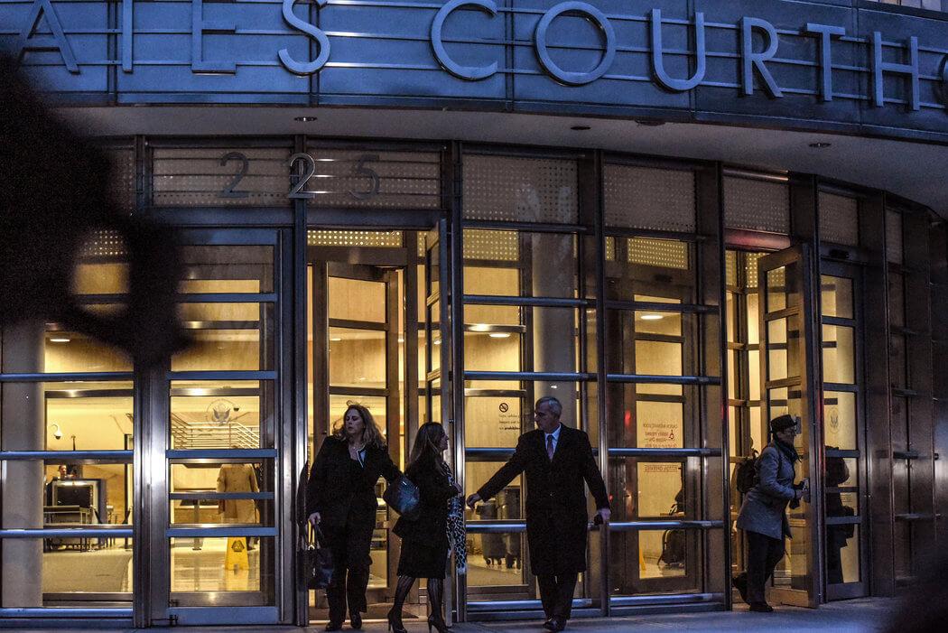 Imagen de las afueras del juzgado en donde se lleva a cabo el juicio a El Chapo. Fotografía: Stephanie Keith/NYT