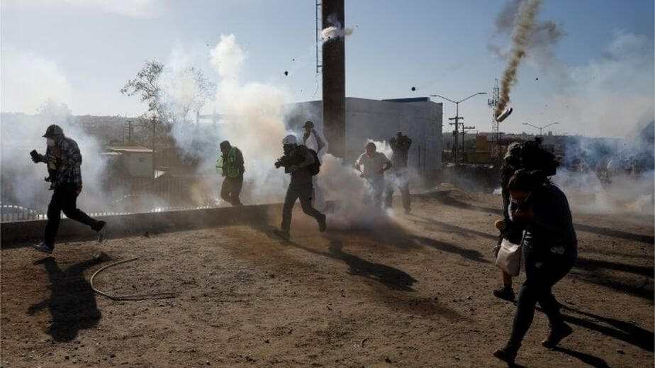 Parte de las escenas vividas el día de ayer en Tijuana. Fotografía: Kim Kyung-hoon/Reuters