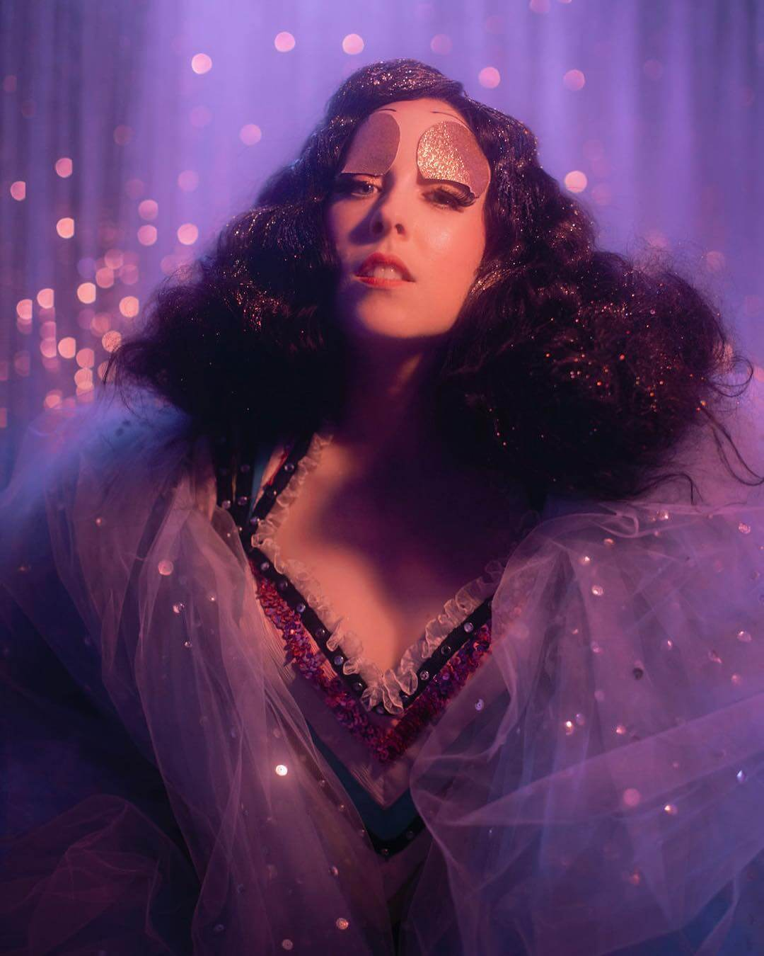 MOR.BO riot: Allie X, la synthpop queen que transforma el pop en una experiencia avant-garde