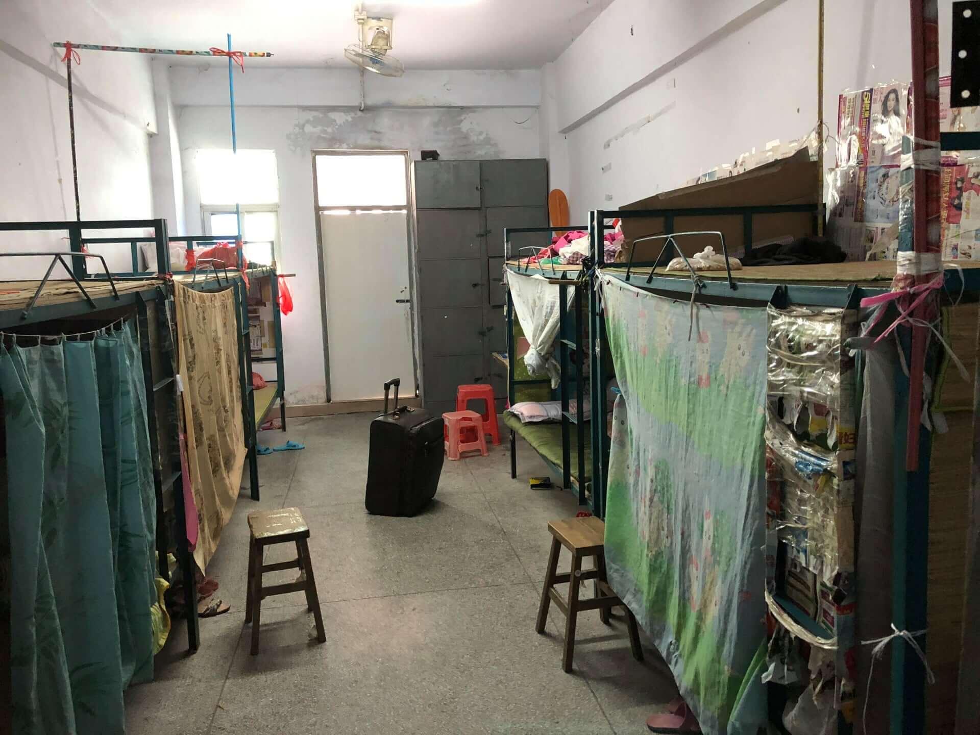 Dormitorios improvisados de algunos trabajadores. Fotografía: China Labor Watch