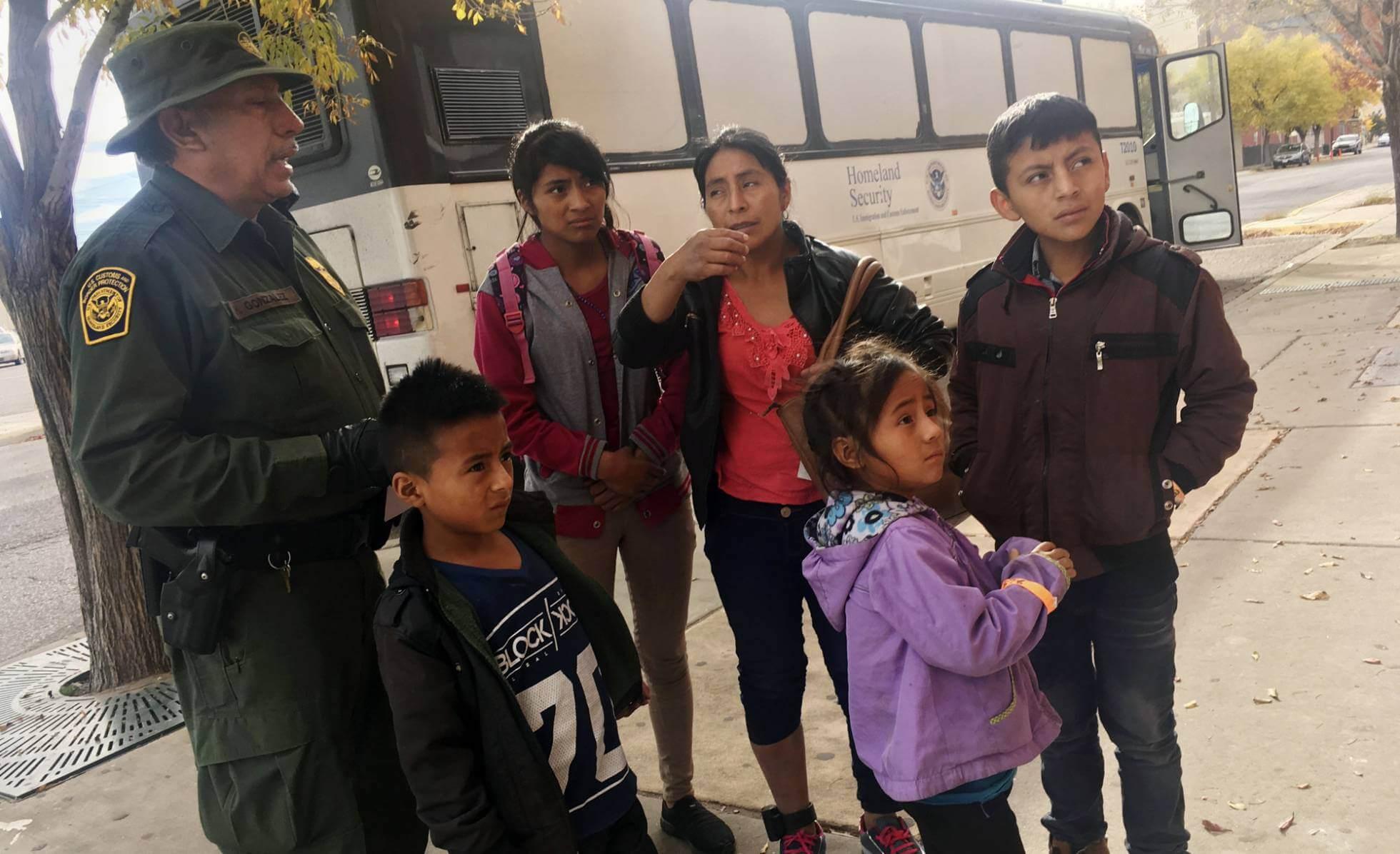 Una niña inmigrante de siete años muere deshidratada luego de su detención en la frontera con EE.UU.