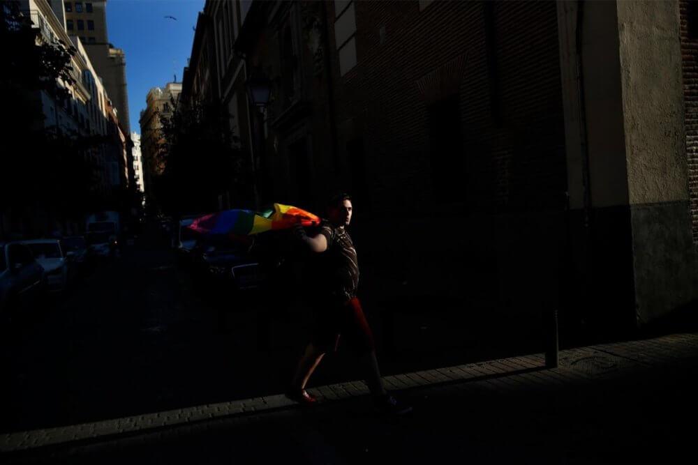 Gabriel en la Marcha del Orgullo LGBTQI+ en Madrid cuando tenía 17 años. Imagen: Susana Vera/Reuters