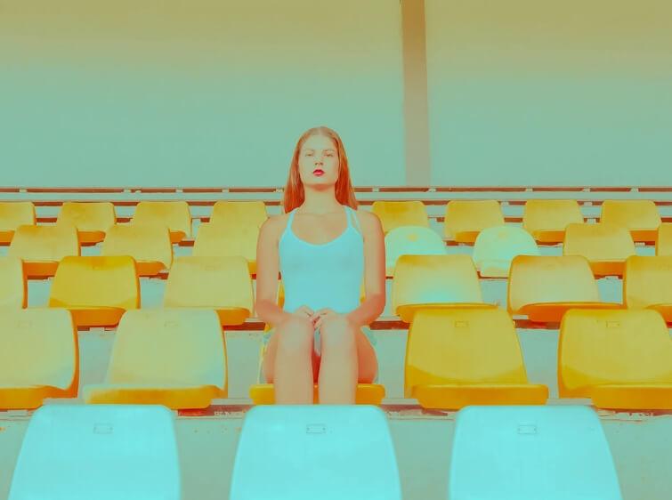 La soledad golpea a los más jóvenes: 1 de cada 4 menores de 30 años se siente alienado