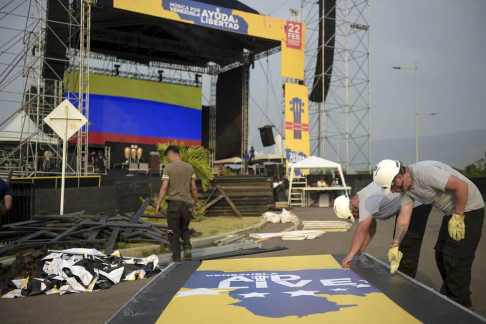 Parte de los trabajos d construcción de la tarima del Venezuela Aid Live. Imagen: Getty