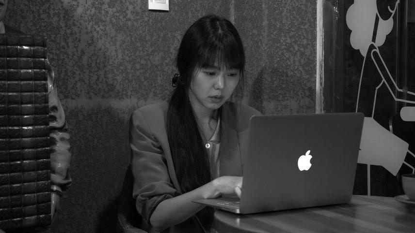 """""""Grass"""": El nuevo filme del coreano Hong Sang-soo es un misterioso coffee break hecho en una sola toma"""
