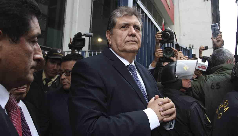 El ex presidente peruano Alan García se suicida al tratar de ser detenido por corrupción