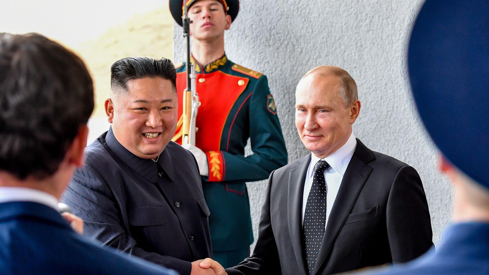 Esto fue lo que sucedió en la primera reunión entre Kim Jong Un y Vladimir Putin en Rusia