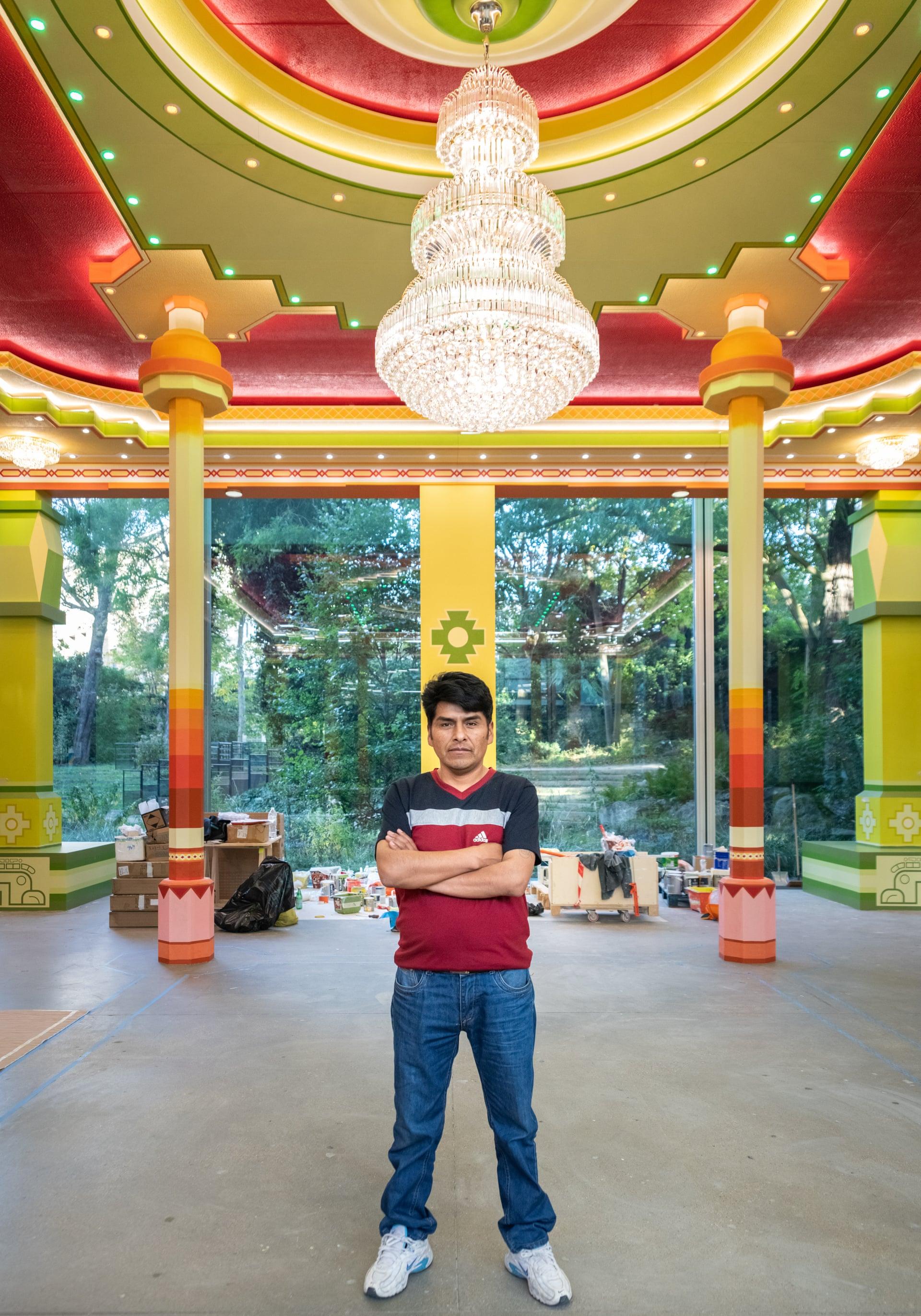 Freddy Mamani, el arquitecto que transforma con color y cultura a un pueblo de Bolivia