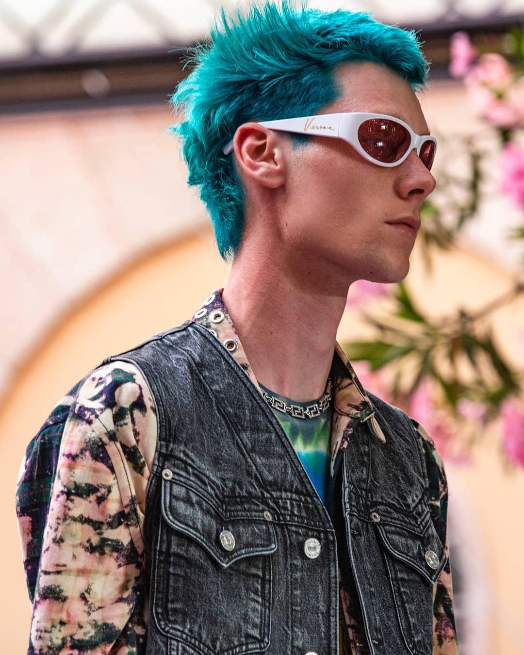 Homenaje a Keith Flint en la MFW. Fotografía: Versace Instagram